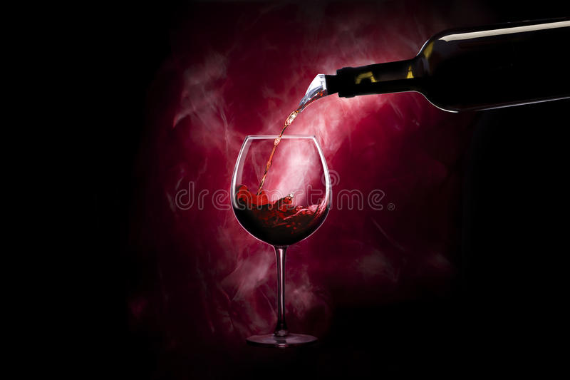Wineglass με το μπουκάλι στοκ εικόνα με δικαίωμα ελεύθερης χρήσης