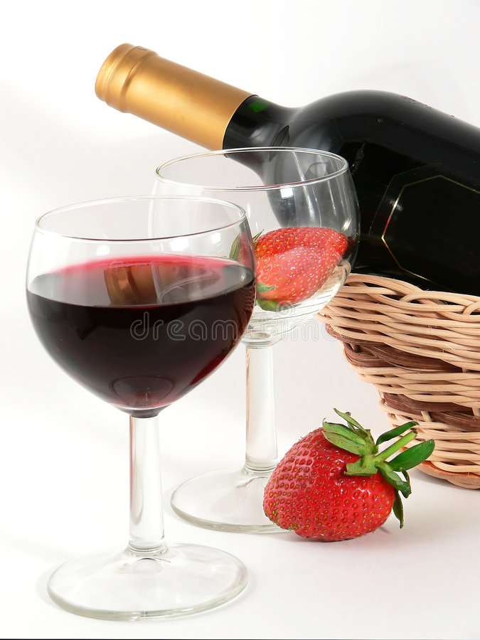 Free Wineglass With Red Wine And Strawberry Stock Images - 4761254