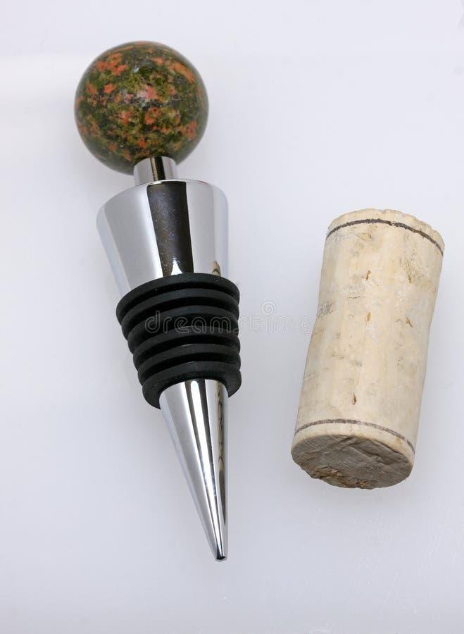 Winepropp och kork arkivfoton