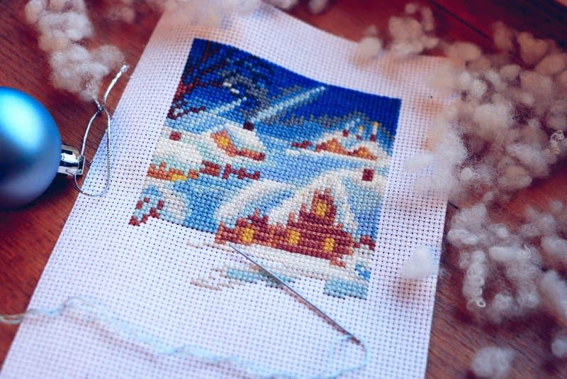 Winer e pupazzo di neve ricamati Punto trasversale di inverno Lavoro in corso fotografia stock
