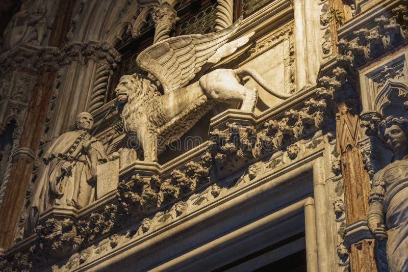 Winged Löweskulptur lizenzfreies stockbild