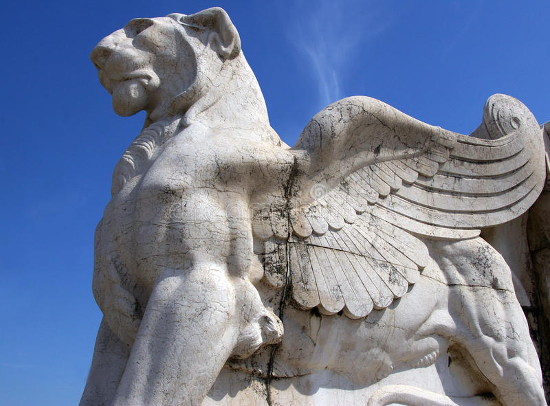 Winged Löweskulptur. lizenzfreies stockfoto