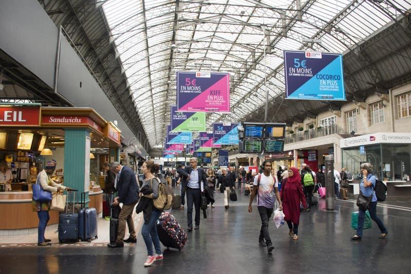Winkel binnen van Gare DE Paris-Est post in Parijs, Frankrijk stock fotografie