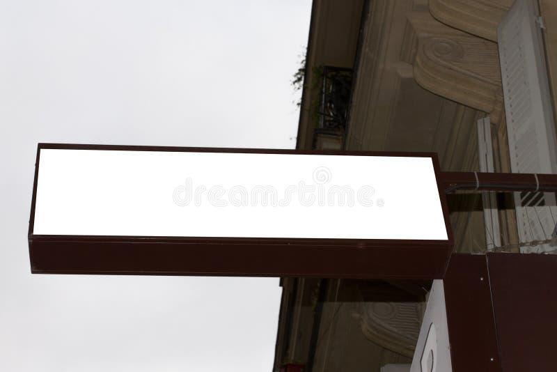 Winkel leeg leeg wit commercieel uithangbord in de straat royalty-vrije stock afbeelding