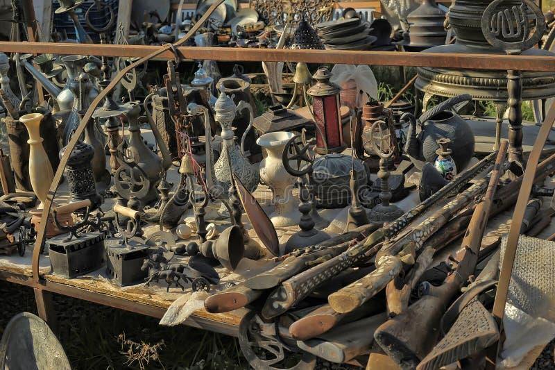 Winkel met diverse antiquiteiten stock afbeelding