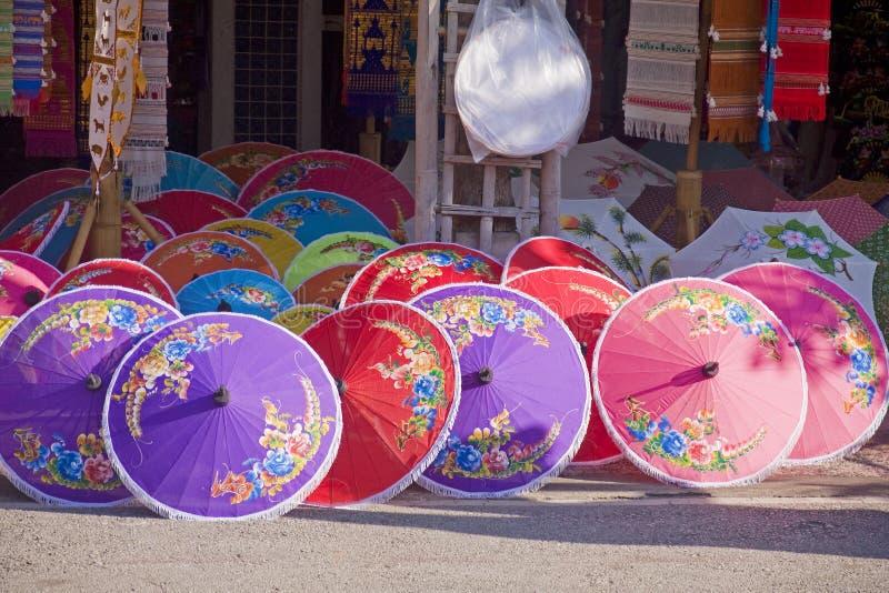 Winkel met gekleurde paraplu's royalty-vrije stock fotografie