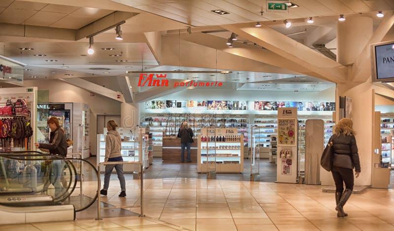Download Winkelcentrum Kotva redactionele foto. Afbeelding bestaande uit tsjechisch - 54090411