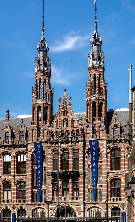 Winkelcentrum Magna Plaza in het monumentale Vroegere Belangrijkste Postkantoorgebouw royalty-vrije stock foto's