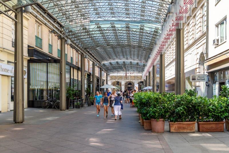 Winkelcentrum ringstrassen-Galerien in Wenen stock foto's