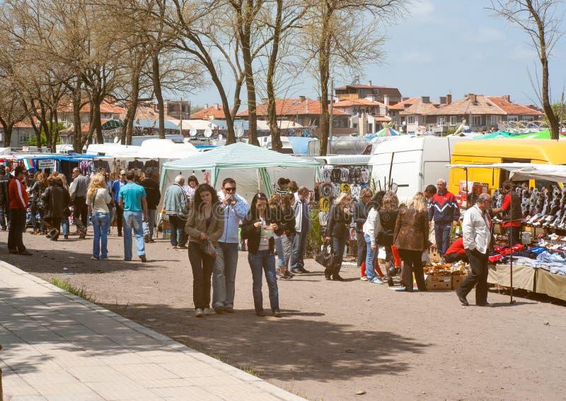 Winkelcomplexxen in de stadsdag in Bulgaarse stad Pomorie stock foto's