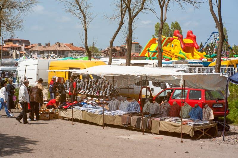 Winkelcomplexxen in de stadsdag in Pomorie, Bulgarije stock afbeelding