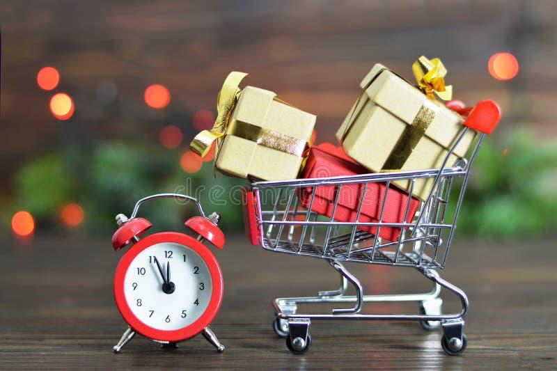 Winkelen het van het laatste ogenblik van Kerstmis stock fotografie