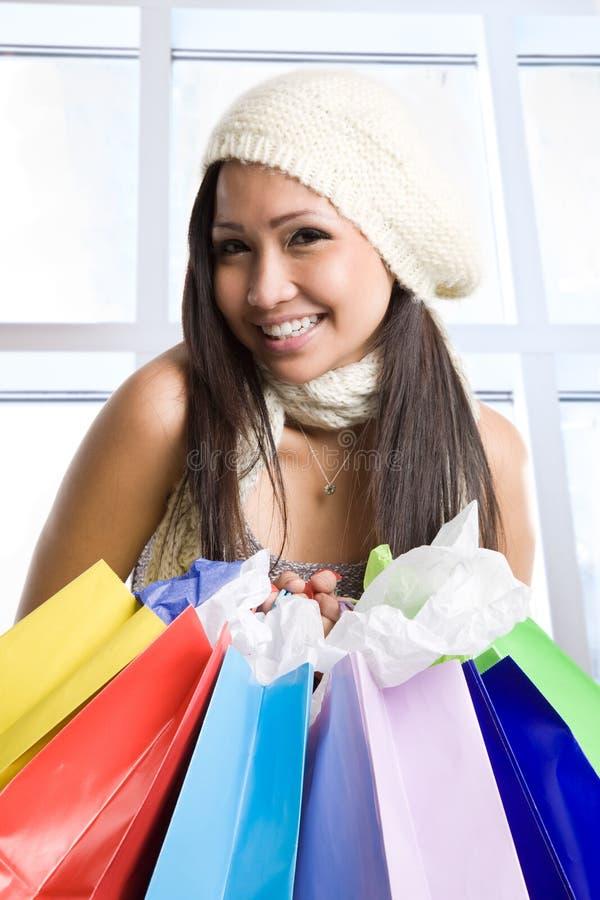 Winkelend Aziatisch meisje stock foto