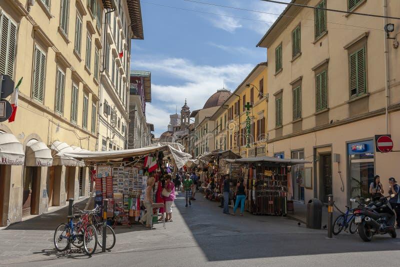 Winkelend in Florence, Italië stock fotografie