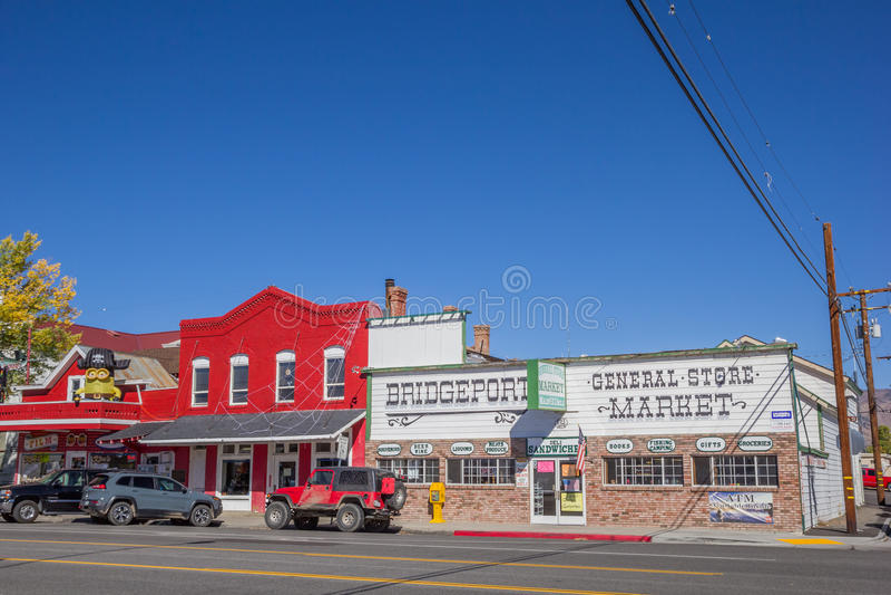 Winkels bij hoofdstraat Bridgeport, Californië stock afbeelding