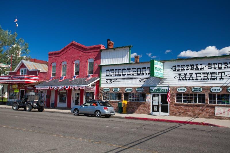Winkels bij hoofdstraat Bridgeport, Californië, de V.S. stock foto