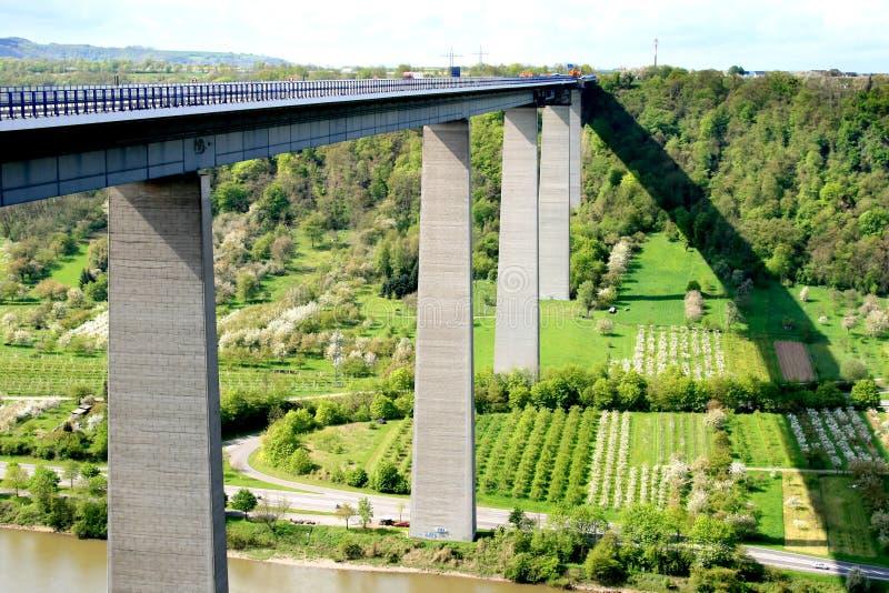 winningen de pièce de la Moselle de pont en autoroute photographie stock