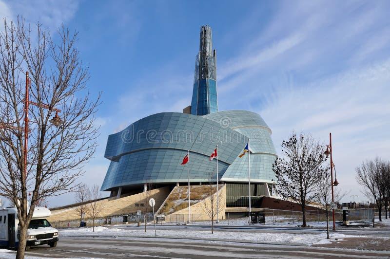 WINNIPEG, CANADA - 2014-11-22: De wintermening over Canadees Museum voor Rechten van de mens CMHR is een nationaal museum in Winn royalty-vrije stock fotografie