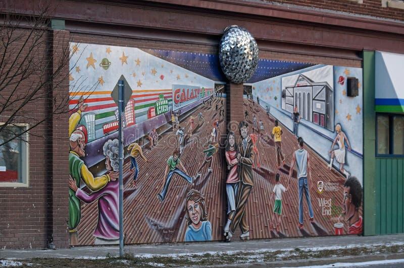 Winnipeg, Manitoba, Καναδάς - 2014-11-24: Μια σύνθεση τέχνης στον τοίχο 351 Langside ST - η γωνία Portage στοκ εικόνες