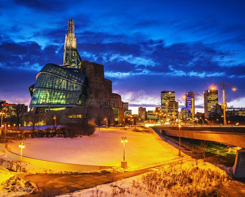 Winnipeg muzeum przy nocą fotografia royalty free