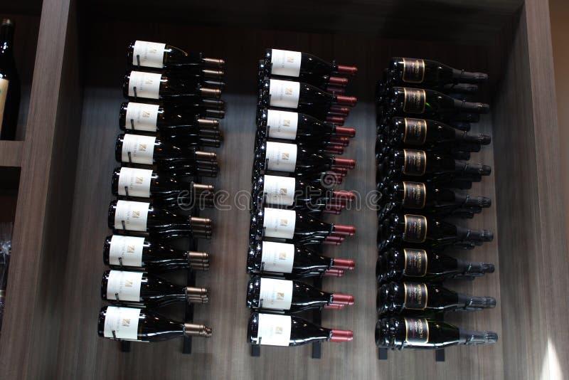 Wino butelki ściana Riverbench Kalifornia obraz stock