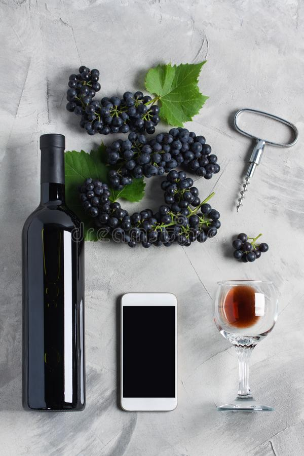 Wino gatunku telefonu komórkowego zastosowania usługa strony internetowej ekran strzelał l fotografia royalty free