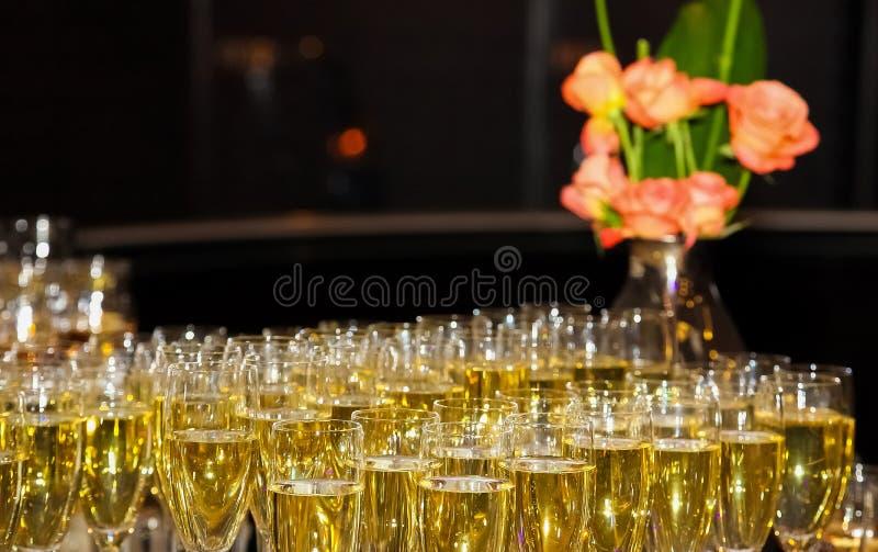 Wino koktajlu Mile widziany napój przy korporacyjnym galowym gościem restauracji zdjęcia stock