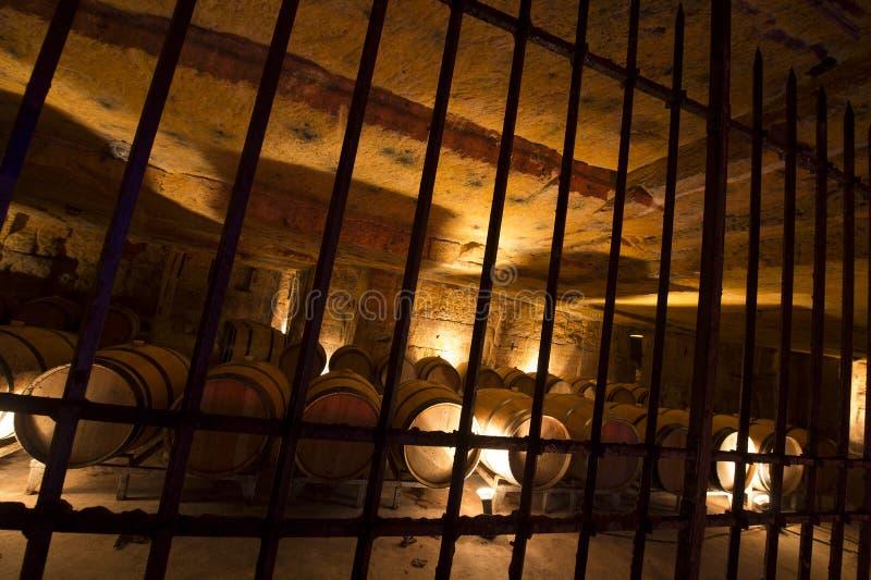 Wino loch w metro kamienia łupie zdjęcie stock