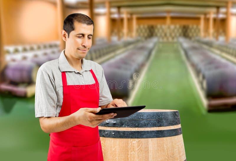 Wino profesjonalista używa pastylkę obrazy stock