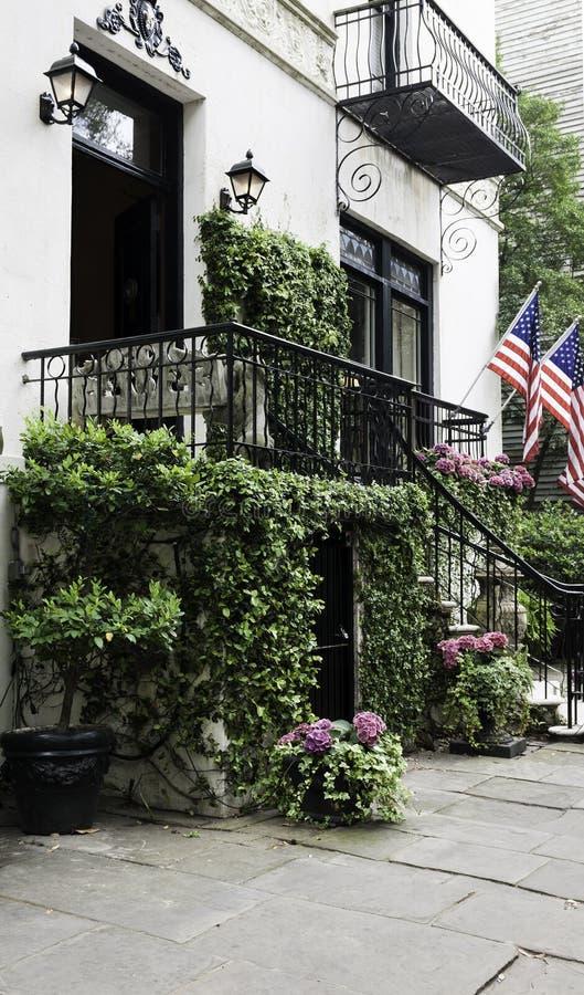 Winograd zakrywający dworu wejście zdjęcie royalty free