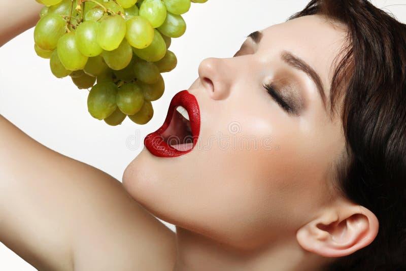 Winogrona w rękach obraz royalty free
