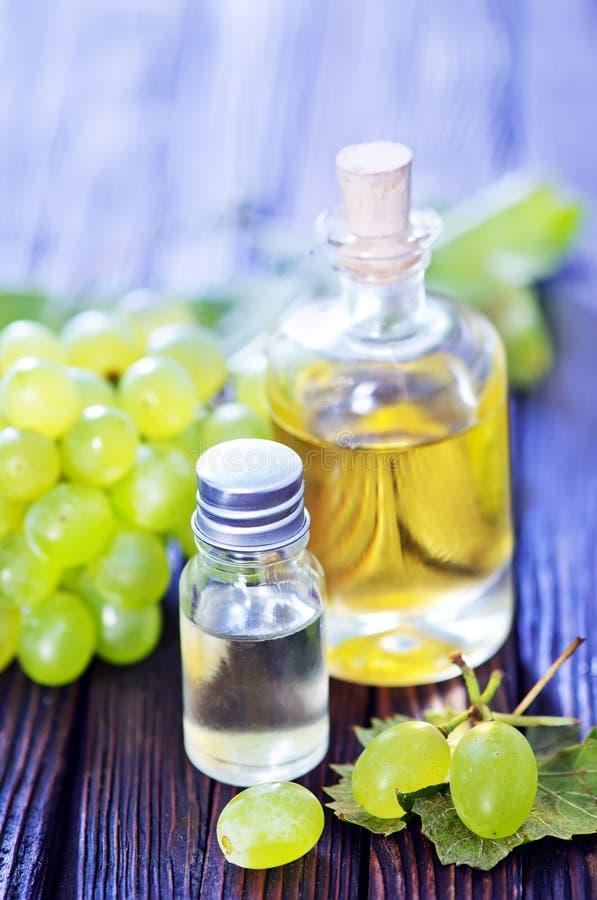 Winogrono olej w butelce obraz stock