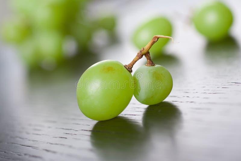 Download Winogrono zieleń zdjęcie stock. Obraz złożonej z jujitsu - 13343326