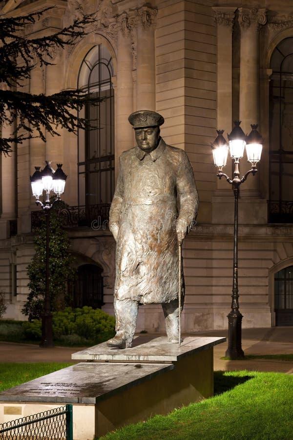 Winston Churchill雕象在巴黎。 免版税库存照片