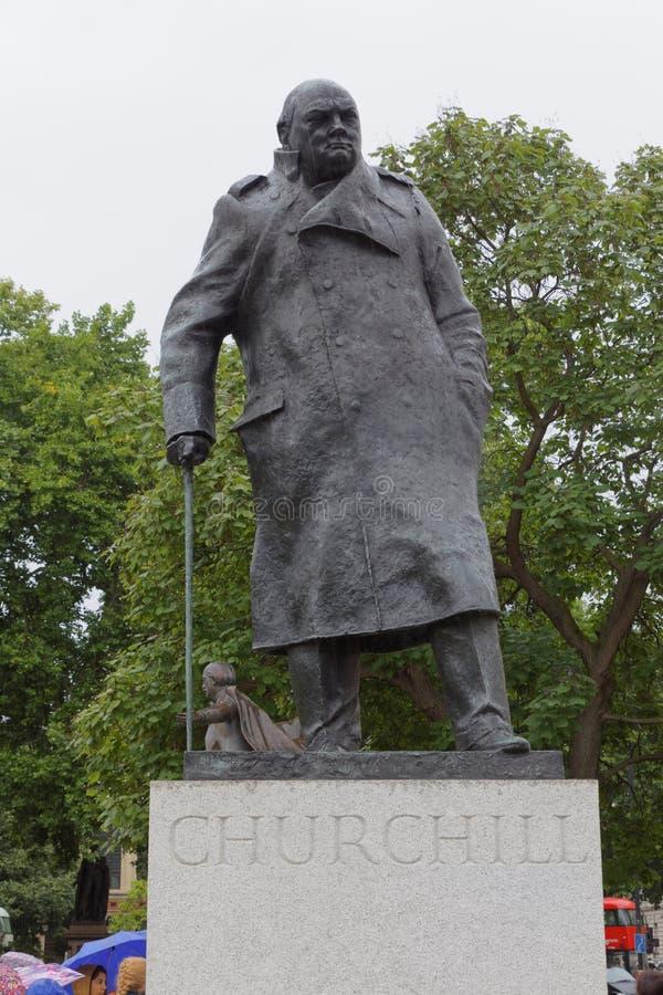 Winston Churchill staty i parlamentfyrkant arkivbilder
