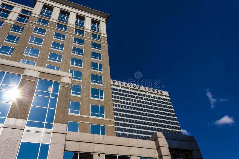 Winston Tower mit einer Westen-vierten Straße lizenzfreie stockfotos