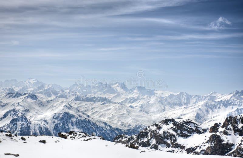 Download Winter-Alpenlandschaft Vom Skiort Val Thorens Stockfoto - Bild von jahreszeit, szenisch: 9087528