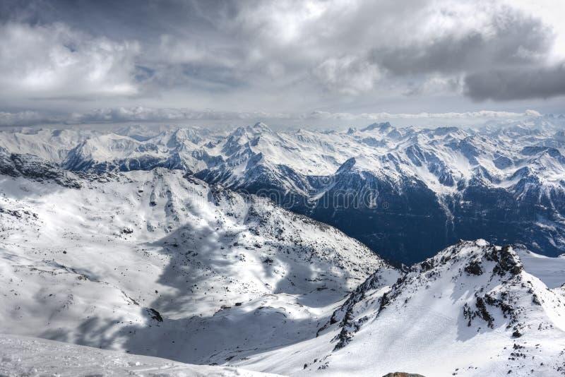 Download Winter-Alpenlandschaft Vom Skiort Val Thorens Stockbild - Bild von berg, frost: 9087549