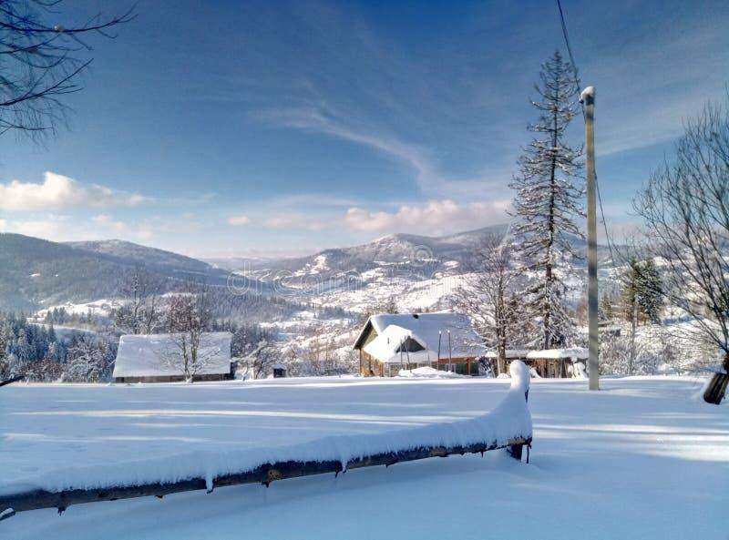 Winter in den Karpatenbergen stockbilder