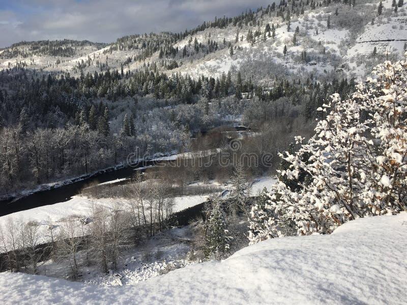 Winter in der Klickitat-Fluss-Schlucht lizenzfreies stockbild