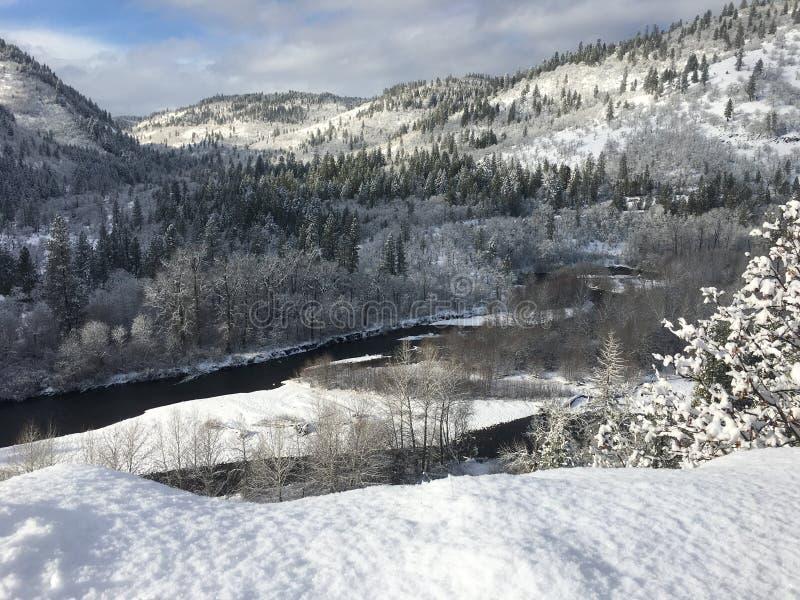 Winter in der Klickitat-Fluss-Schlucht lizenzfreie stockfotos