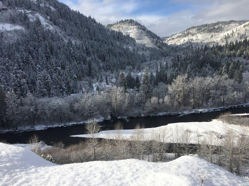 Winter in der Klickitat-Fluss-Schlucht lizenzfreies stockfoto