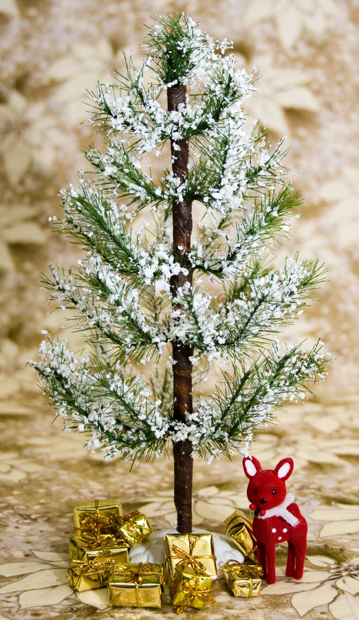 Free Winter Holiday Tree Royalty Free Stock Photography - 6482777