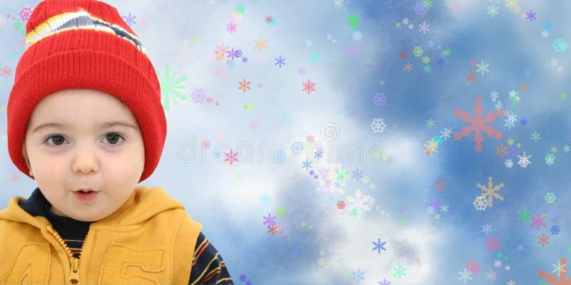 Winter-Jungen-Kind auf magischem Schneeflocke-Hintergrund stockbild