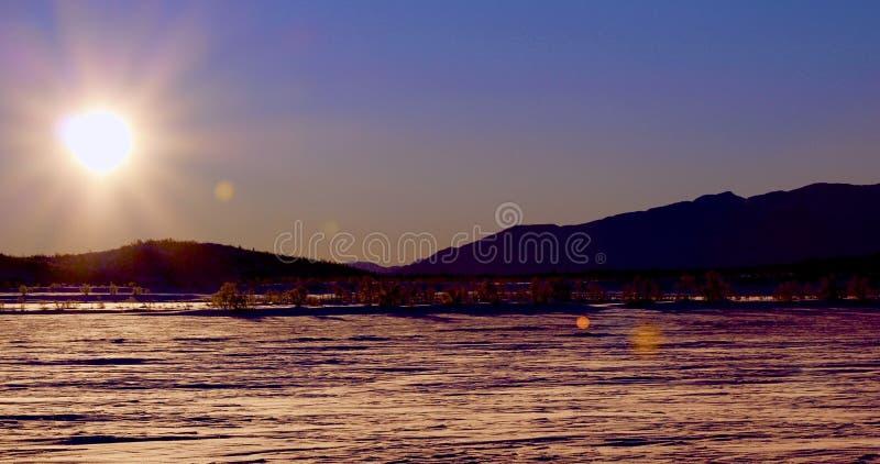 Winter-Landschaft in Norwegen bei Sonnenuntergang lizenzfreies stockfoto
