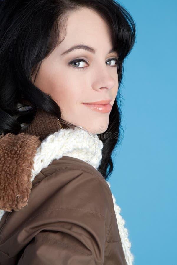 Winter-Mädchen-Lächeln lizenzfreies stockbild