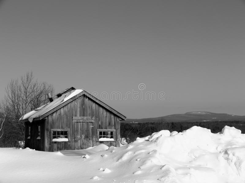 Winter: maple sugar shack in snow royalty free stock photos