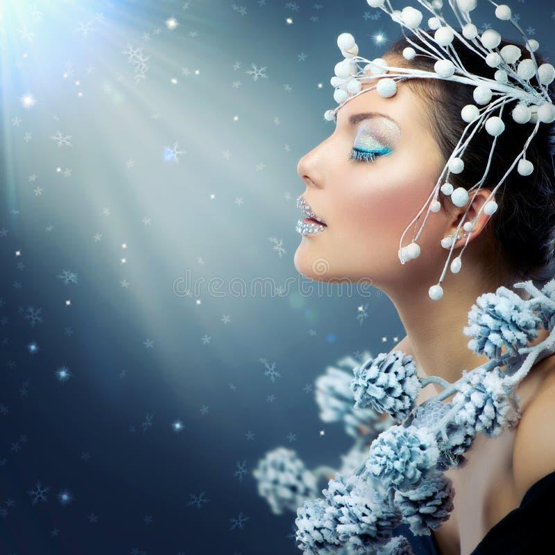 Winter-Schönheits-Frau lizenzfreies stockfoto