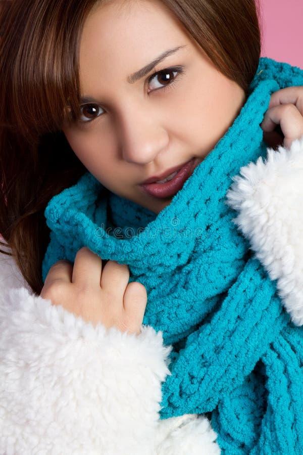 Winter-Schal-Mädchen lizenzfreie stockbilder