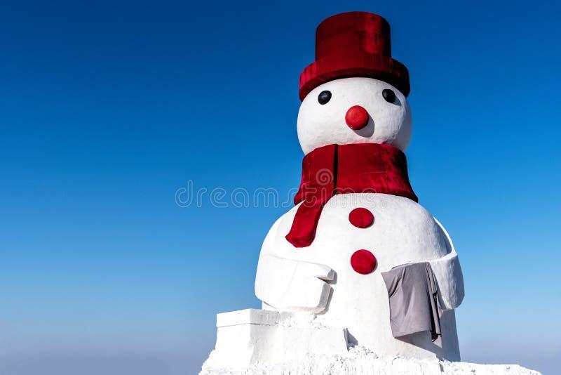 Winter Snowman-pop Zet Red hat en Red Scarf aan met kopieerruimte in Harbin China stock foto